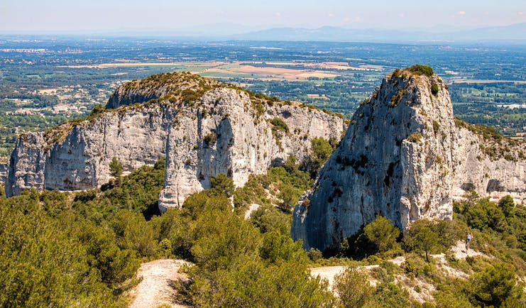 Alpilles Provence scenery mountain peaks